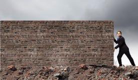 закреплять барьеров содержит изображение отжимая путь Стоковые Фото