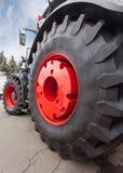Закройте вверх автошины трактора, селективного фокуса Стоковые Фото