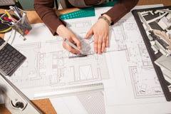 Закройте вверх архитектора работая на светокопиях Стоковое фото RF
