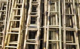 Закройте вверх бамбуковых лестниц Стоковые Изображения RF