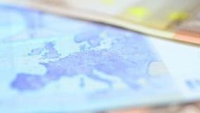 Закройте вверх банкнот евро видеоматериал