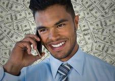 Закройте вверх бизнесмена на телефоне против фона денег Стоковая Фотография