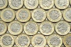 Закройте вверх биметаллических монеток английского фунта Стоковое Изображение RF