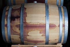 Закройте вверх бочонка древесины красного вина Стоковые Фото