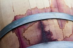 Закройте вверх бочонка древесины красного вина Стоковые Изображения RF