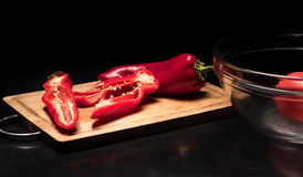 Закройте вверх болгарского перца лежа на плите Стоковое Изображение RF