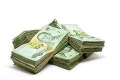 Закройте вверх валюты Таиланда, тайского бата с изображениями короля Таиланда Деноминация бата 20 на белой предпосылке Стоковое Изображение