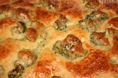 Закройте вверх вкусного пирога брокколи стоковые изображения