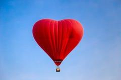 Закройте вверх воздушного шара в голубом небе Стоковые Фото