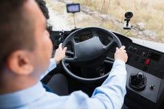 Закройте вверх водителя управляя шиной пассажира стоковое изображение rf