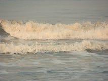 Закройте вверх волн моря поверхностных над океаном - естественной предпосылкой Стоковые Изображения