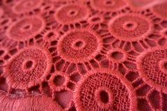 Закройте вверх вышивки красного цвета коралла открытой с круговыми элементами Стоковое Фото
