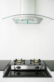 Закройте вверх газовой плиты в комнате кухни Современный интерьер кухни, строя интерьер Стоковые Изображения RF