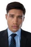 Закройте вверх галстука уверенно бизнесмена нося Стоковая Фотография RF