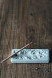 Закройте вверх горящей ручки ладана на деревянной предпосылке Стоковое Изображение