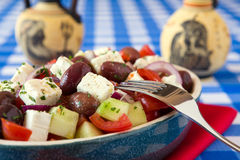 Закройте вверх греческого салата с оливкой огурца томатов сыра фета Стоковая Фотография