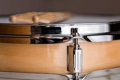Закройте вверх деревянного барабанчика тенет стоковые фото