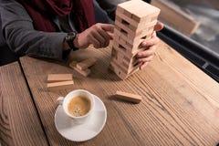 Закройте вверх деревянного stranding башни на таблице Стоковое Фото