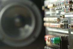 Закройте вверх задней части цифровых усилителя и диктора музыки Стоковые Изображения