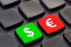 Закройте вверх зеленого доллара и красного евро на компьютере стоковое изображение rf