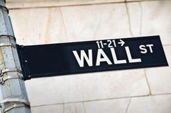 Закройте вверх знака направления Уолл-Стрита, Нью-Йорка Стоковые Изображения