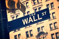 Закройте вверх знака направления Уолл-Стрита, Нью-Йорка Стоковые Изображения RF
