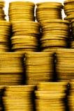 Закройте вверх золотистых монеток Стоковая Фотография