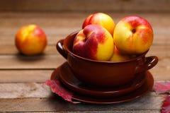 Закройте вверх зрелых персиков Нектарины Стоковая Фотография