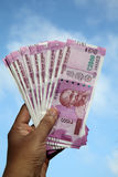 Закройте вверх индейца 2000 примечаний рупии стоковое фото rf