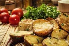 Закройте вверх испаряться горячая испеченная картошка, горячая умасленная испеченная куртка Стоковое Изображение
