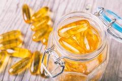 Закройте вверх капсул масла рыб omega-3 тучных Стоковое Изображение