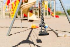 Закройте вверх качания на спортивной площадке outdoors Стоковые Изображения