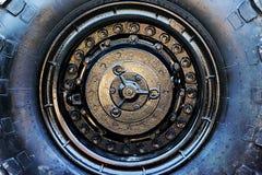 Закройте вверх колеса военного транспортного средства Стоковое Фото