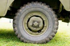 Закройте вверх колеса военного транспортного средства Стоковые Изображения RF