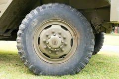 Закройте вверх колеса военного транспортного средства Стоковое Изображение RF