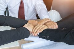 Закройте вверх, кольцо рук сыгранности, бизнесменов рук совместно Стоковое Изображение RF
