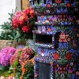 Закройте вверх коробки столба предусматриванной в печати свободы, расположенной в цветочном магазине вне свободы магазина Лондона стоковое изображение