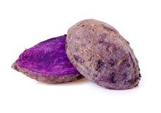 закройте вверх, который сгорели фиолетового батата на белой предпосылке Стоковые Изображения RF