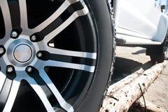 Закройте вверх колеса сплава автомобиля оправ Стоковое фото RF