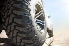 Закройте вверх колеса сплава автомобиля оправ Стоковые Фотографии RF