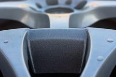 Закройте вверх колеса сплава автомобиля оправ Стоковые Изображения RF