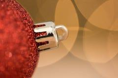 Закройте вверх красной безделушки рождества Стоковые Фотографии RF