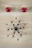 Закройте вверх красных колоколов и снежинки Стоковая Фотография RF