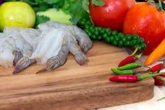 Закройте вверх креветки и свежих овощей Стоковое фото RF