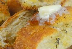 Закройте вверх маслянистого хлеба чеснока стоковое изображение rf