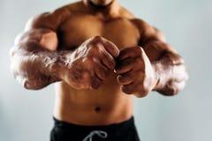 Закройте вверх мужских кулаков Стоковое Изображение