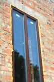 Закройте вверх на изоляции окна с пеной Стоковое фото RF
