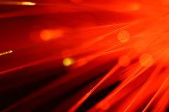 Закройте вверх на концах выбора загоренных красных стренг света оптического волокна стоковая фотография rf
