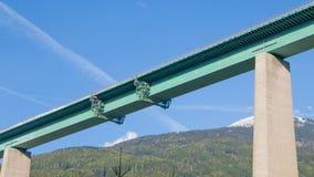 Закройте вверх на платформах консервации на мосте шоссе Стоковое Фото