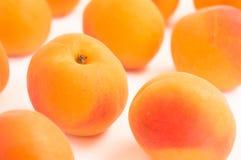 Закройте вверх на свежих всех абрикосах Стоковая Фотография RF